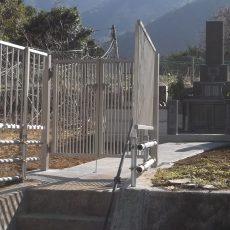 動物よけのフェンスを設置しました この地区は野生の動物が悪さをするらしいので フェンスと門扉を設置しました大安心です。