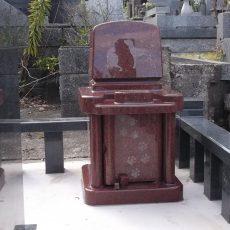 インド産の石のペット墓です