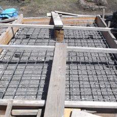 13mm鉄筋の配筋、15cmピッチ、20cmの厚さのコンクリートの、きそです。