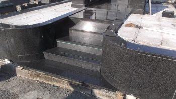 黒御影石の階段2